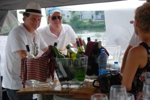Vinoloog Antoon tijdens de wijnproeverij in Maastricht
